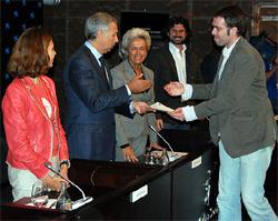 Recogiendo el premio (Foto: Juan Luis Jaén, Madridiario.es)