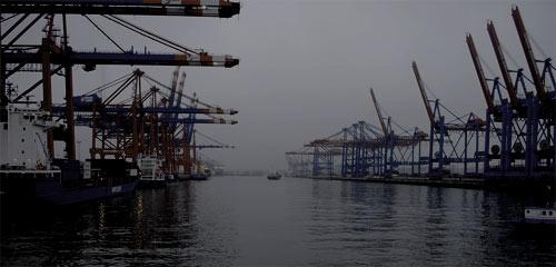 Vista de una de las zonas de carga del puerto de Shanghai